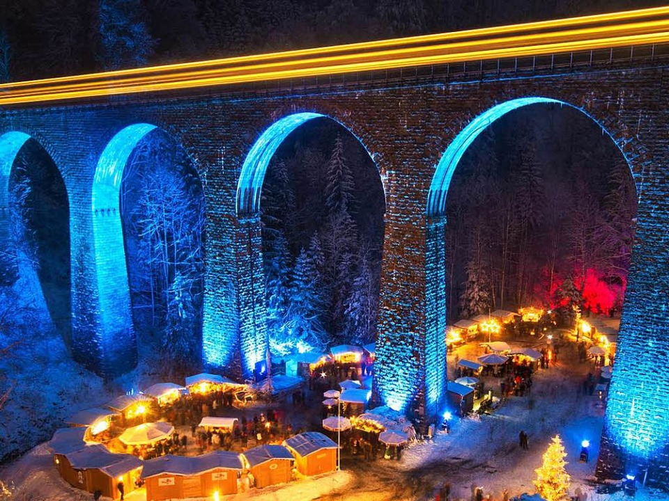 Wildromantisch schön: Der Weihnachtsmarkt in der Ravennaschlucht.    Foto: HTG