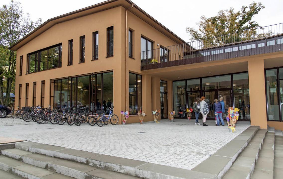 Der neue Zugang zur Grundschule, links der Neubau.    Foto: Olaf Michel
