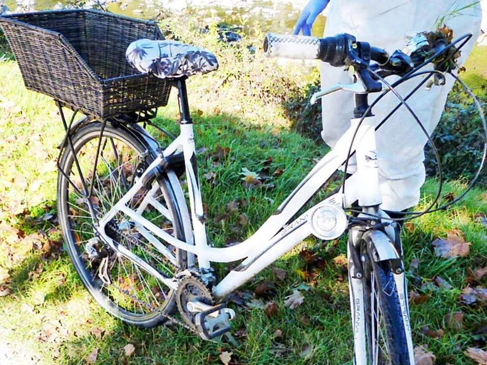 Das Fahrrad der getöteten Studentin trägt einen auffällig großen Fahrradkorb.  | Foto: Polizei Freiburg