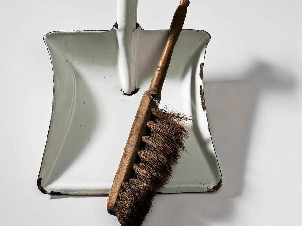 Typisch schwäbisch: die Kutterschaufel für die Kehrwoche  | Foto: Landesmuseum Stuttgart