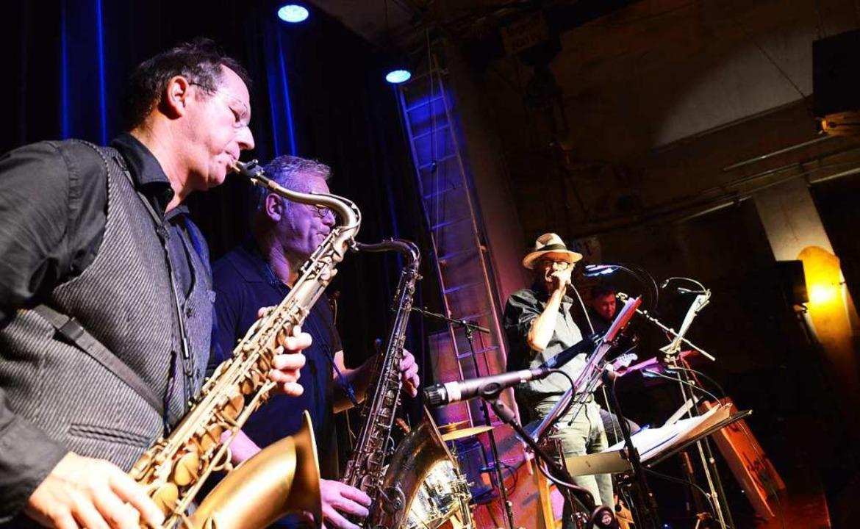 Der neue BZ-Chefredakteur Thomas Frick... BZ-Band-Saxofonist einen langen Atem.  | Foto: Rita Eggstein