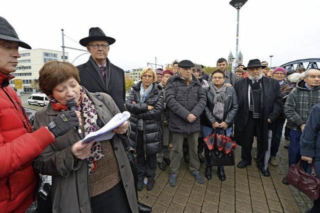 150 Menschen gedenken der Deportation der Freiburger Juden nach Gurs