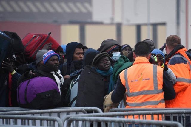 Räumung des Flüchtlingslagers von Calais hat begonnen