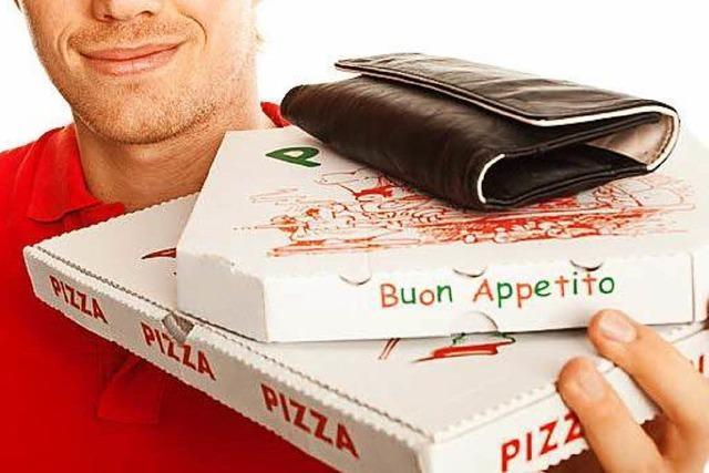 Männer bestellen Pizza – und erwarten den Pizzaboten mit einem Schlagstock