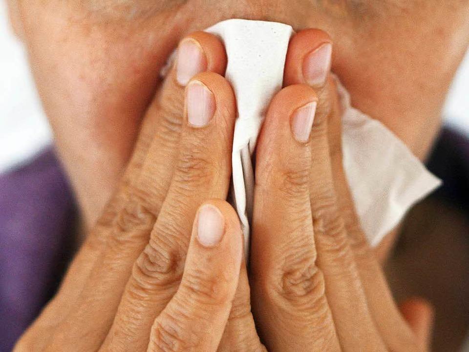 Finger sind für Keime der rote Teppich in die Nase.  | Foto: dpa