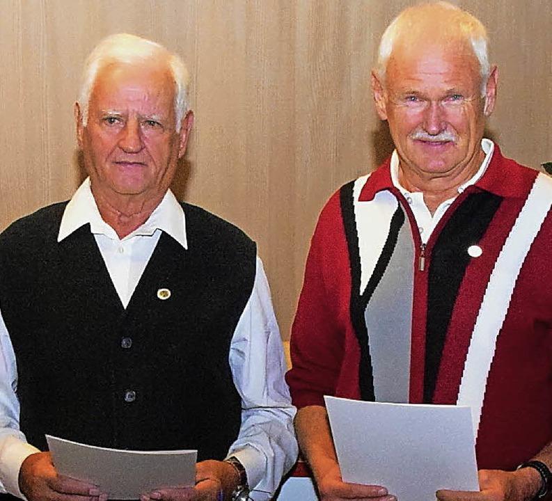 Wendelin Zimmermann (links) und Ernst ... der Bergwacht. Sie wurden nun geehrt.    Foto: Stefan Pichler