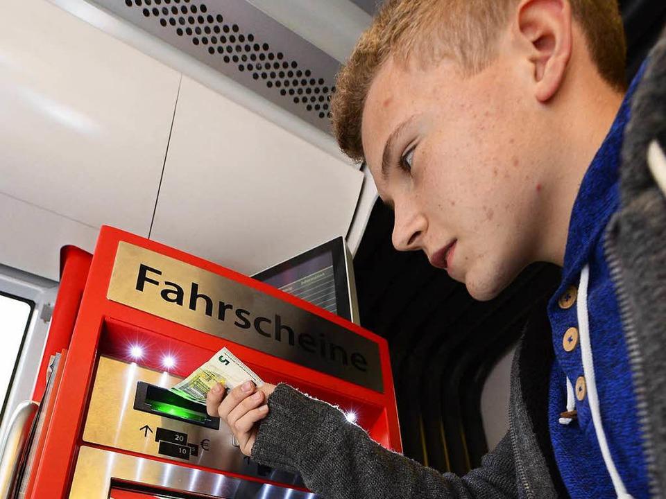 Die Fahrkarten-Automaten in den Straße...aben beim BZ-Test zuweilen Rätsel auf.    Foto: Ingo Schneider