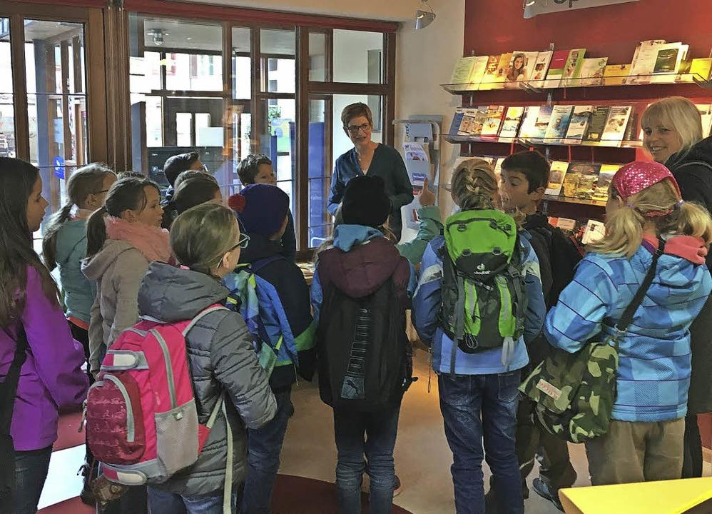 Die Viertklässler aus Buchenbach infor...deutung des Tourismus  im Dreisamtal.   | Foto: Tourist-Info