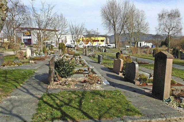 Der östliche Friedhofsteil wird parkähnlich gestaltet