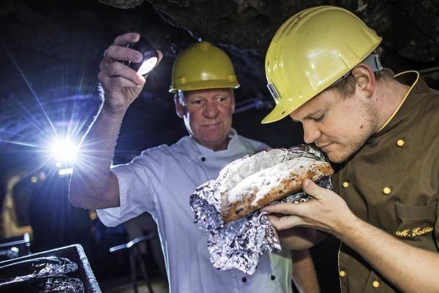 Bäckermeister lassen Stollen in Bergwerk reifen