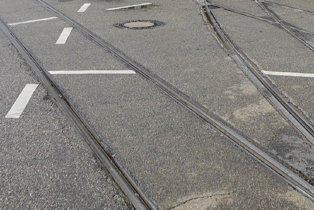 Drei Zweiradunfälle in einer halben Stunde – Ursache nasse Straßenbahnschienen