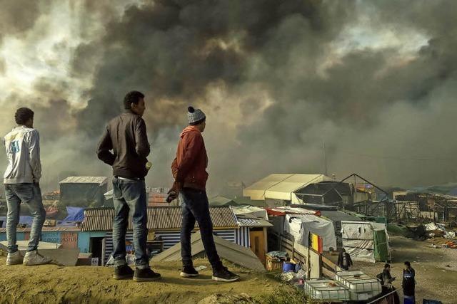 Feuer im Camp von Calais