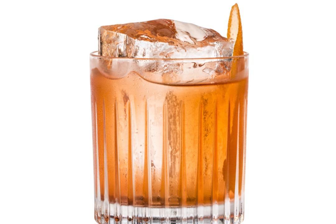 Eine ganz besondere Clubaktion: Cocktails  mit traditionellen Schnäpsen mixen.  | Foto: Schladerer