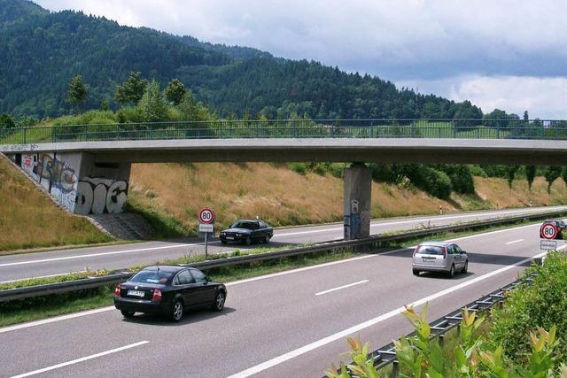 Unfall auf B 31: Sperrung der Fahrbahnen aufgehoben