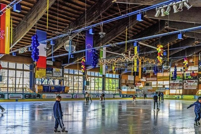 Eishalle mit Familien-Eis-Disco, Schaumparty und Fest in Herrischried