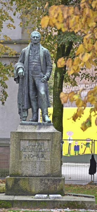 Er war immer und bleibt das Kernstück des Parks: Der Dichter Johann Peter Hebel.  | Foto: Sabine Ehrentreich