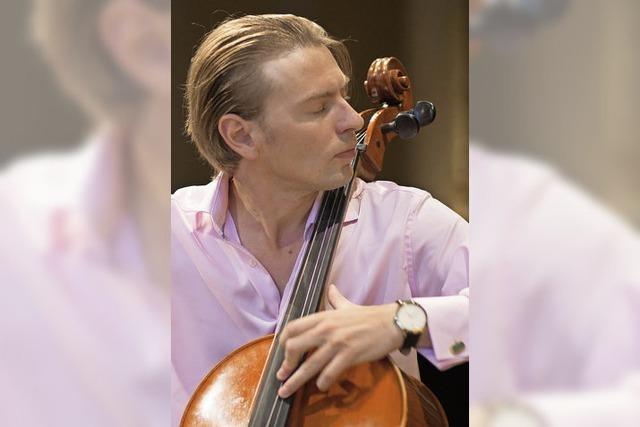 Der Cellist Fjodor Elesin spielt in der Villa Ferrante in St. Blasien
