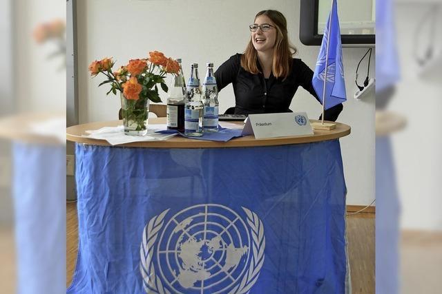 Schüler spielen Vereinte Nationen nach