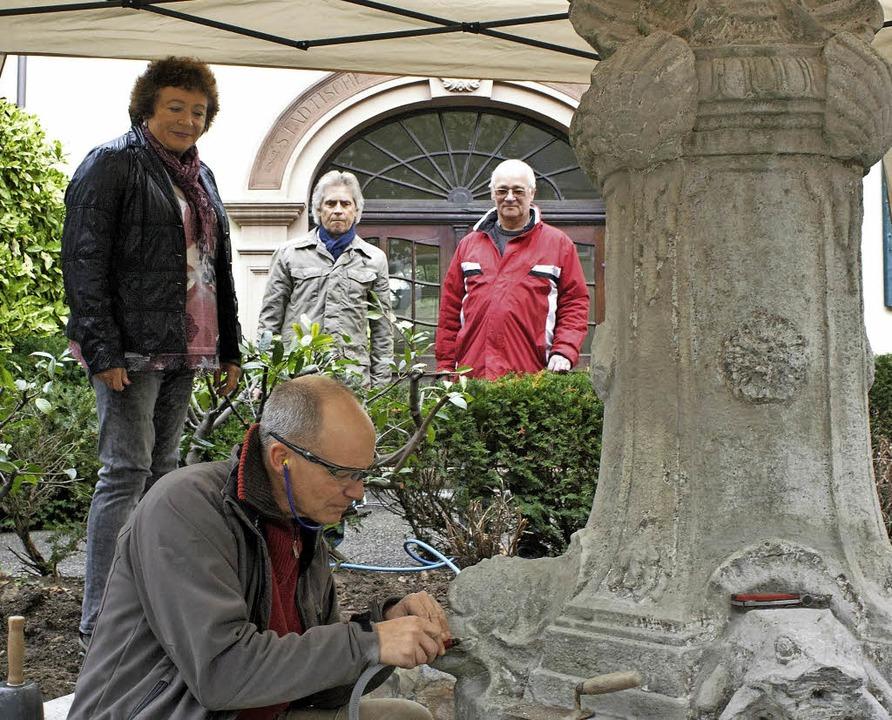 Der AWO-Brunnen in Kenzingen wird zwar...schritt der Sanierung sehr zufrieden.   | Foto: Werner Schnabl