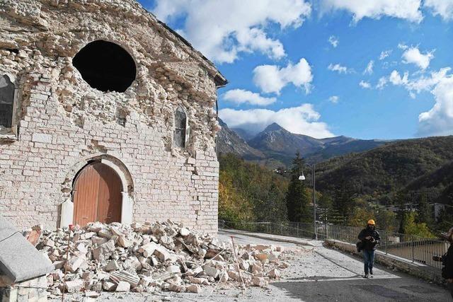 Erdbeben in Italien: Zahl der Opfer gering, Angst groß