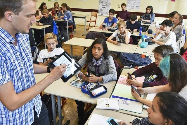 Smartphone gehört an Freiburger Schule zum Unterricht