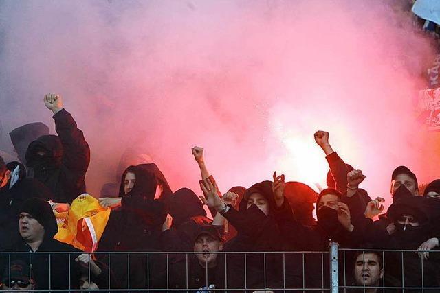 Karlsruhe gegen Stuttgart: 1350 Polizisten sollen Derby schützen