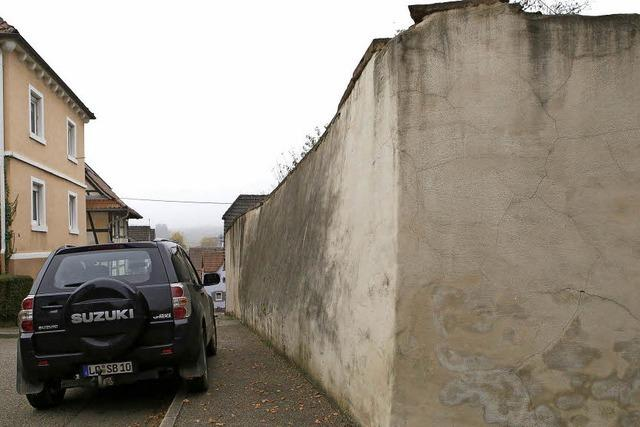 Mauer droht einzustürzen