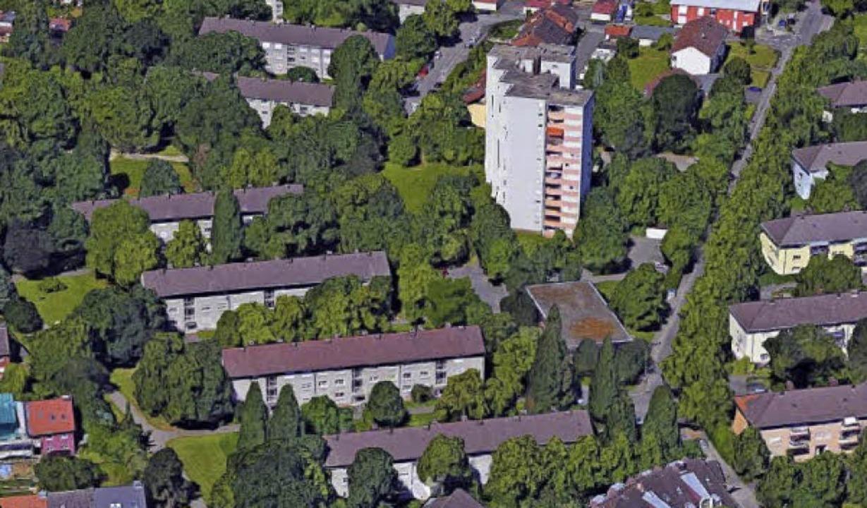 Die beiden unteren Gebäude-Querriegel ... dessen Abriss schon länger feststeht.  | Foto: Google-Luftbild/GeoDasis-DE/BKG