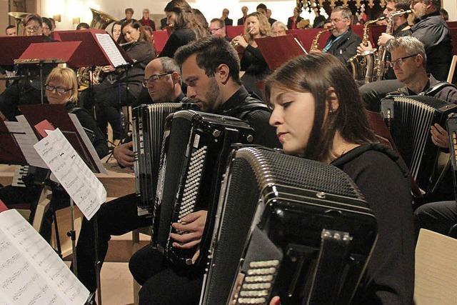 Musiker und Sänger tun sich zusammen