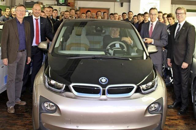 Die Gewerbeschule hat jetzt ihr erstes Elektroauto