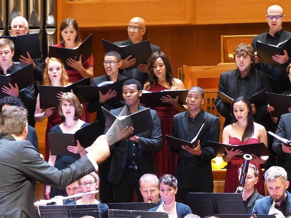 Harmonie ohne Grenzen: Auftritt der Ca...ica Freiburg mit Sängern aus Südafrika  | Foto: -