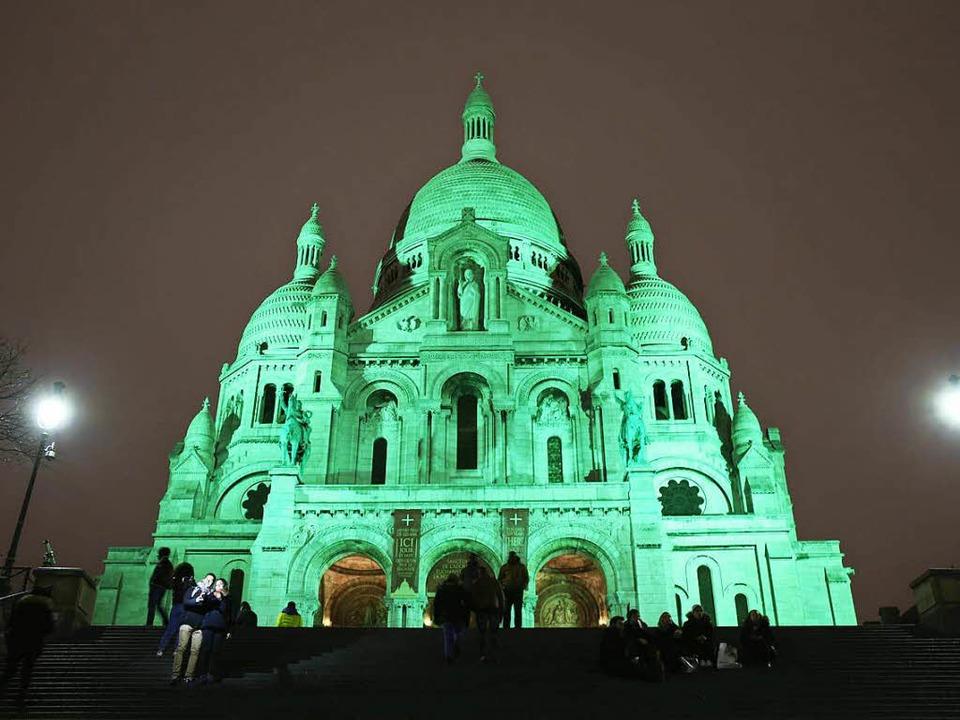 Dahin sehnt sich mancher  (Literatur)L... Provinzstädten: Sacré Coeur bei Nacht    Foto: LUDOVIC MARIN