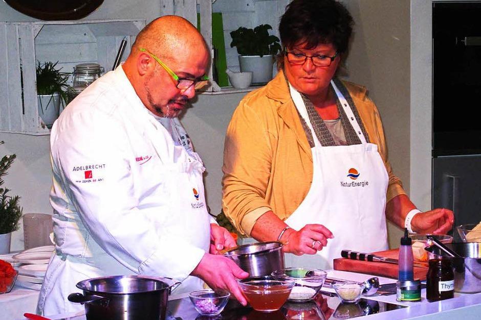 Die Kochshow-Einlagen waren eine echte Attraktion bei der WeinNacht in Bad Bellingen. (Foto: Jutta Schütz)