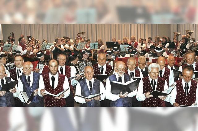 100 Musiker und Sänger wirken mit