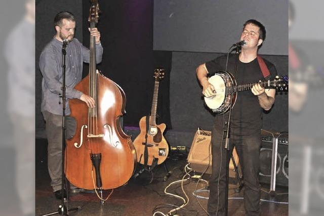 Tiefgründige Folksongs berühren die Zuhörer