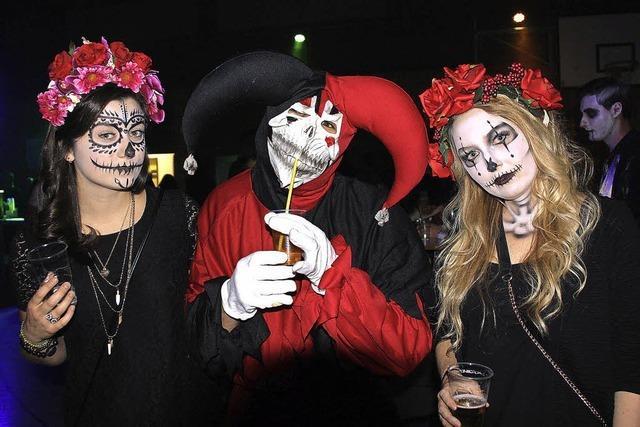 Rund 850 Besucher bei der Halloween-Party in der Stadthalle