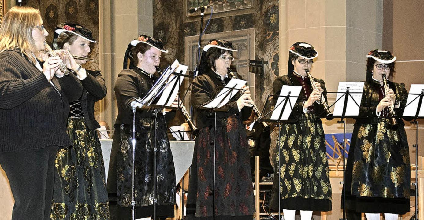 Das Flöten- und Klarinettenensemble de...lle beeindruckte mit einem Marienlied.    Foto: Volker Rothfuß