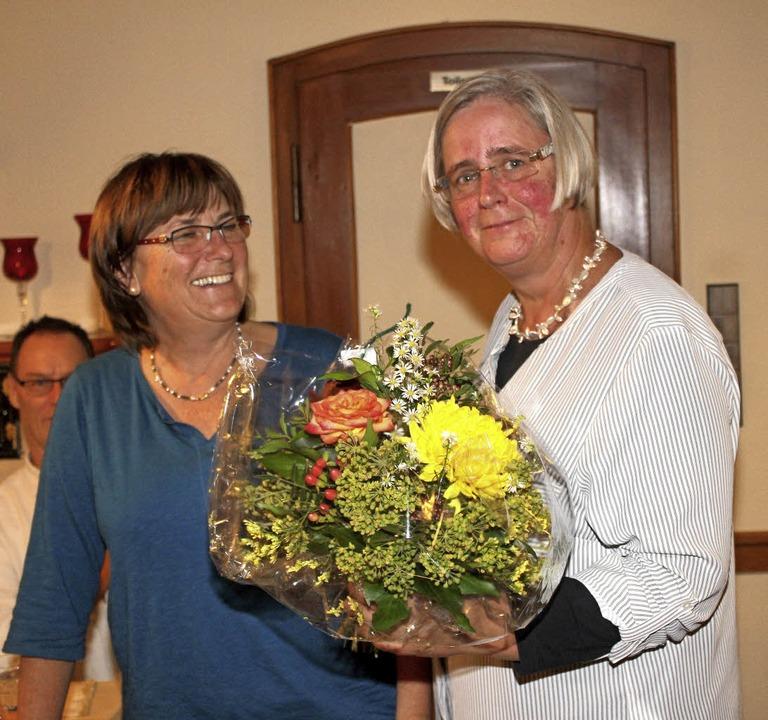 Durch die Blume dankte  Christel Mohr ... für 2017 ihren Abschied angekündigt.   | Foto: Heiner Fabry