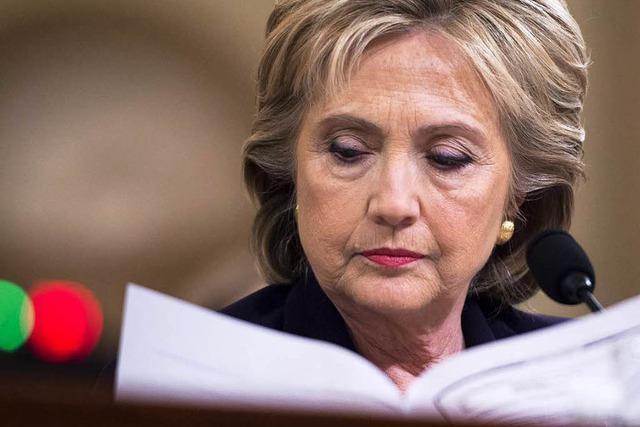 Clinton kämpft weiter mit Email-Affäre