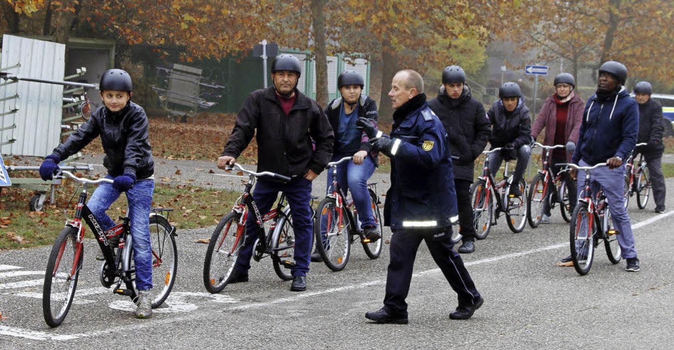 Berthold Pfeiffer von der Verkehrspoli...Straßen sicher unterwegs sein können.   | Foto: Heidi Fössel