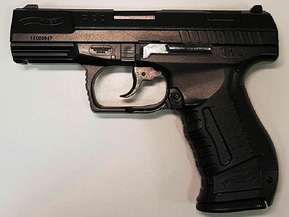 Diese Waffe hatte der Ungar bei sich.  | Foto: Grenzwache Basel