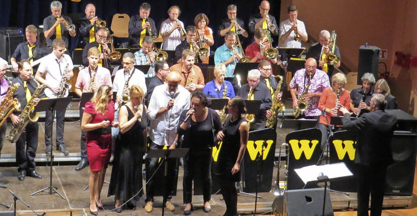 Die zwei Big Bands: Crazy Jazz und Bigband W  | Foto: Gemeinde