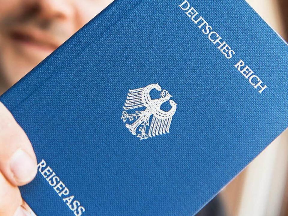 Sogenannte Reichsbürger erkennen die Bundesrepublik Deutschland nicht an.  | Foto: dpa
