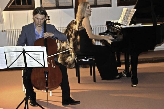 Cello und Klavier fordern sich musikalisch heraus
