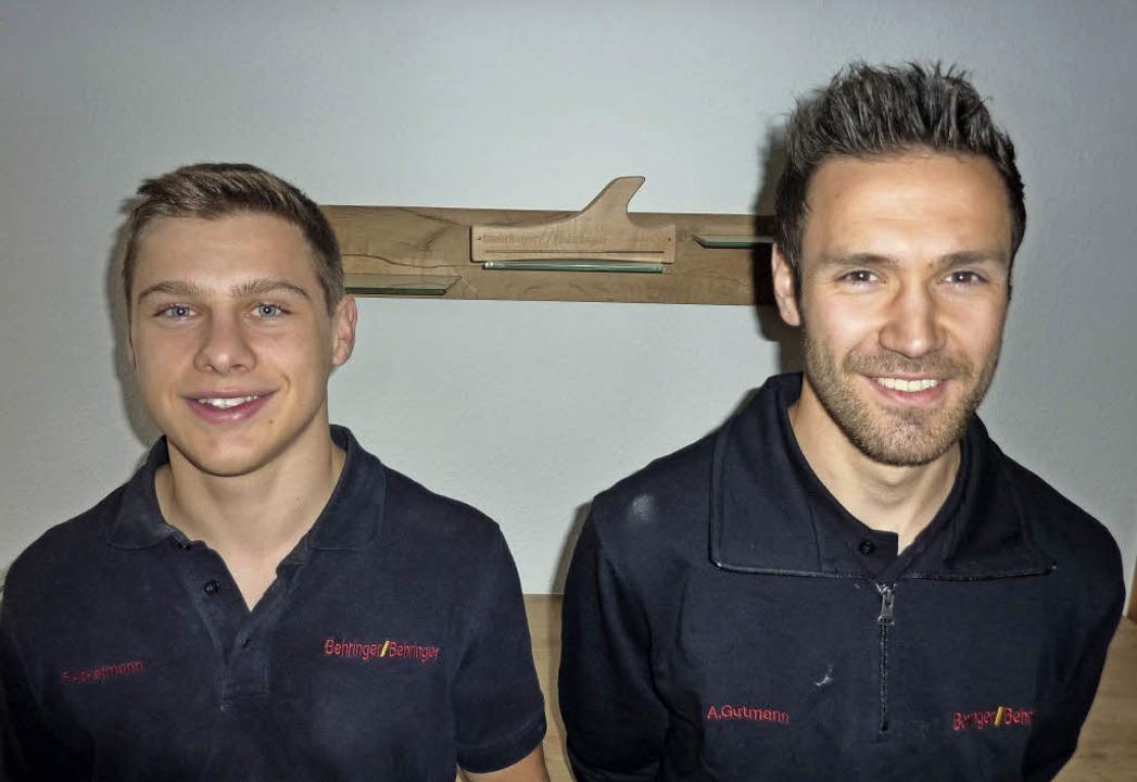 Fabian Ackermann (links) und Andreas G...chreinerei Behringer & Behringer.   | Foto: ZVG