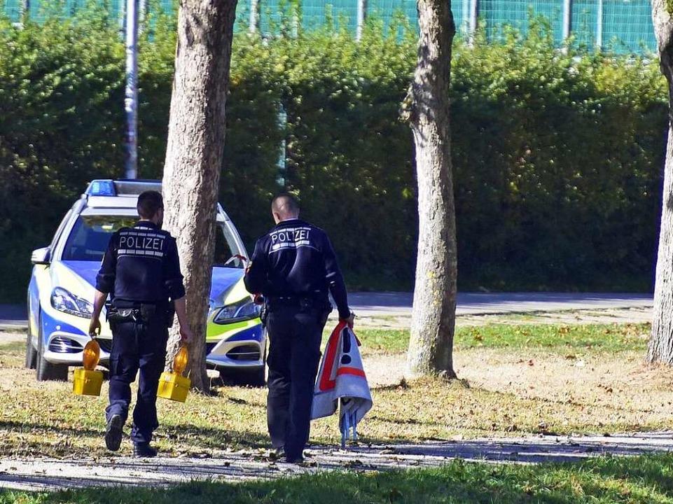 Ermittler der Polizei am 16. Oktober a...h von DNA-Spuren war bisher erfolglos.  | Foto: Thomas Kunz