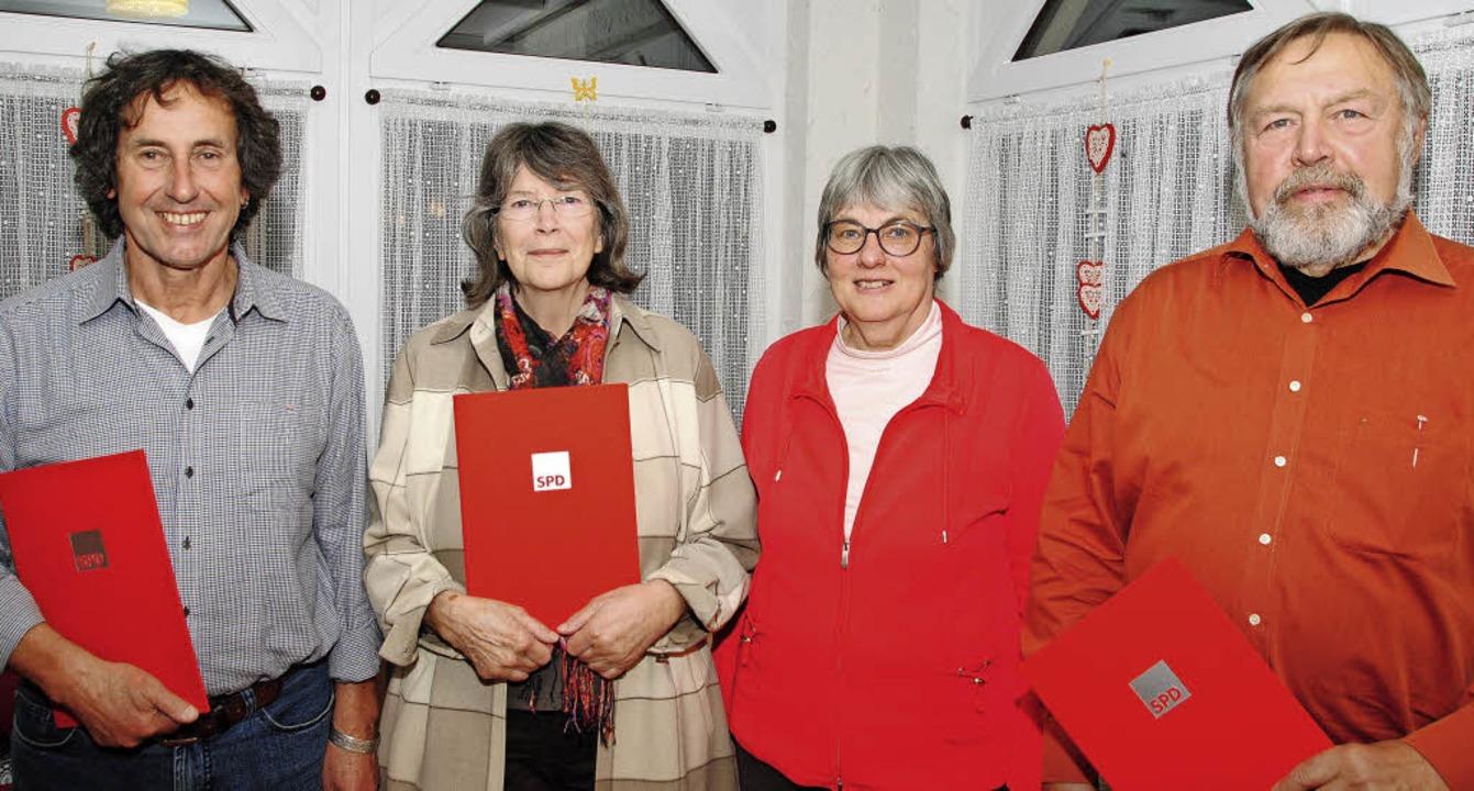 Die SPD-Vorsitzende Brigitte Pantze (Z...swald und Wolfgang Knopf (von links).   | Foto: Sedlak