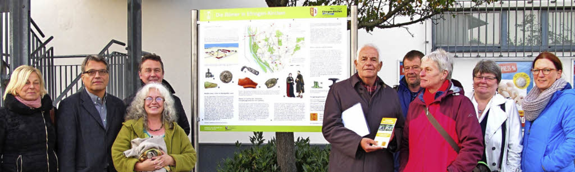 Die Tafel zum Oberrhein Römer-Radweg a... sowie   Vertreter der örtlichen SPD.   | Foto: Cremer