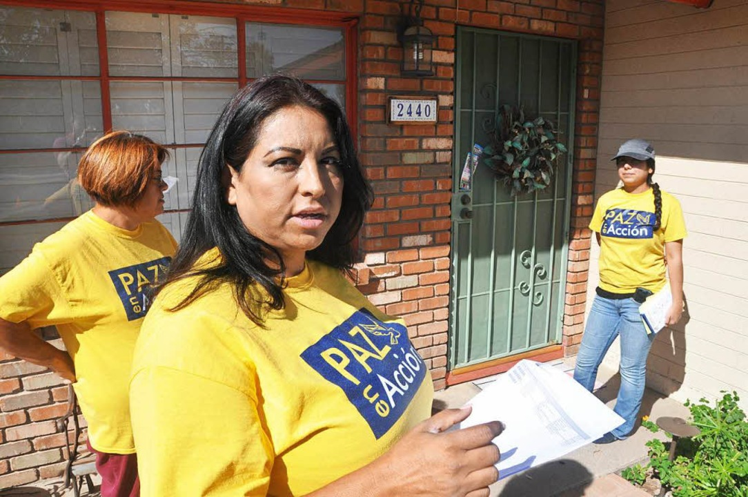 Claudia Fandoa versucht, Wähler gegen Trump zu mobilisieren.    Foto: Jens Schmitz