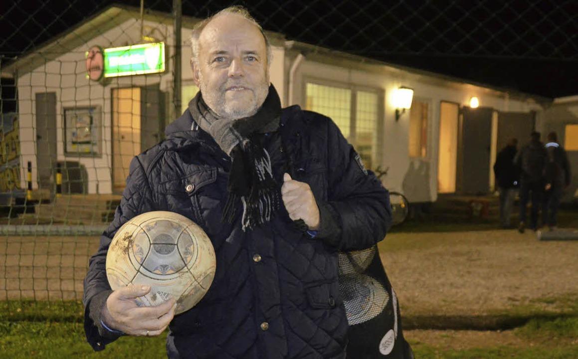 Mit ein paar Bällen ist es nicht getan...ucht im Europastadion ein Vereinsheim.    Foto: Peter Gerigk